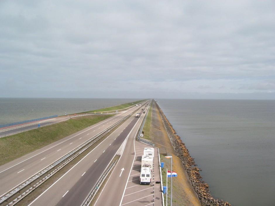 dique mas largo del muno_Afsluitdijk2006-1